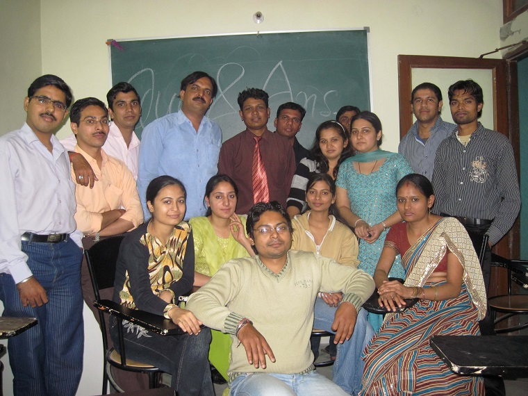 Management education classes for working professionals in distance MBA,